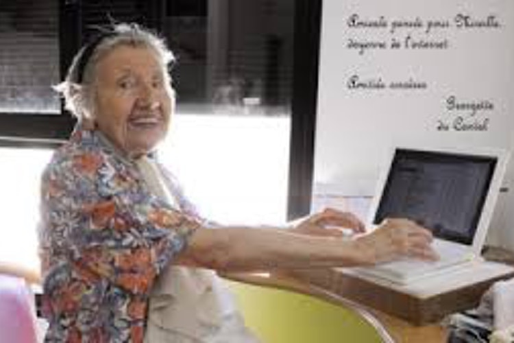 La mamie du Cantal prépare les esprits à la Freebox v7