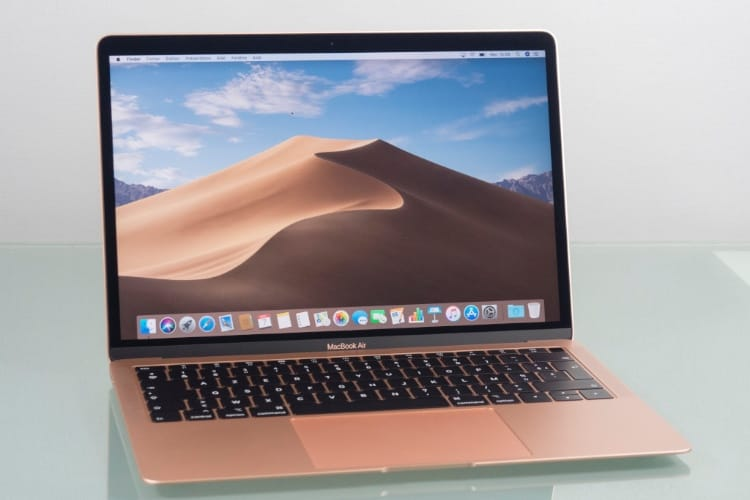 Un MacBook Air Core i7 à 1,8 GHz dans la nature