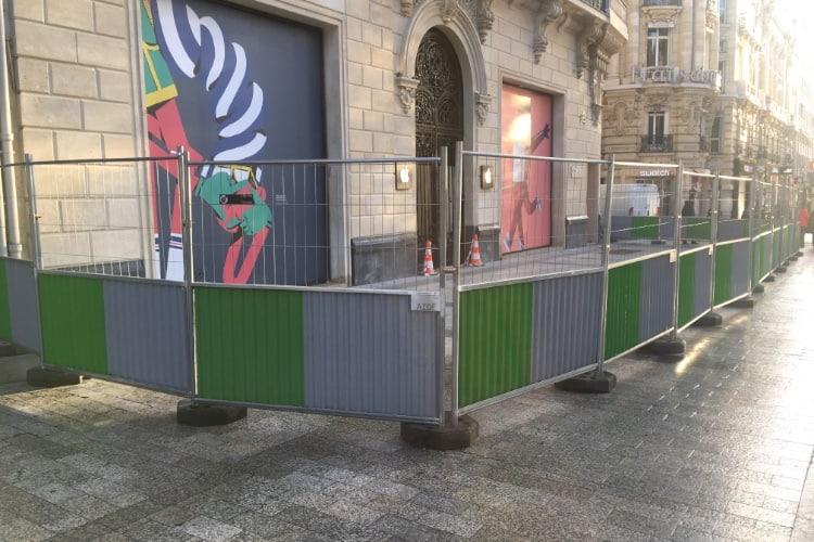 L'Apple Store des Champs-Elysées se protège de toute Attac