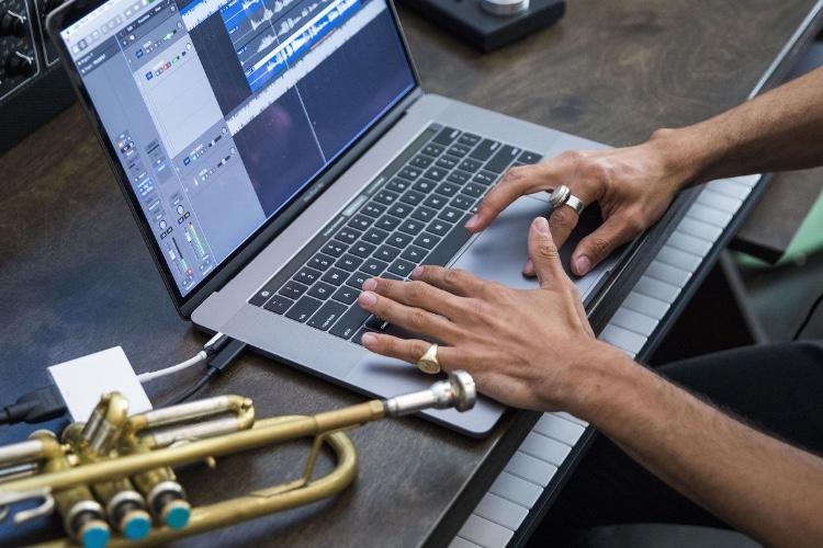 Apple veut à nouveau tenter les pros avec son MacBookPro