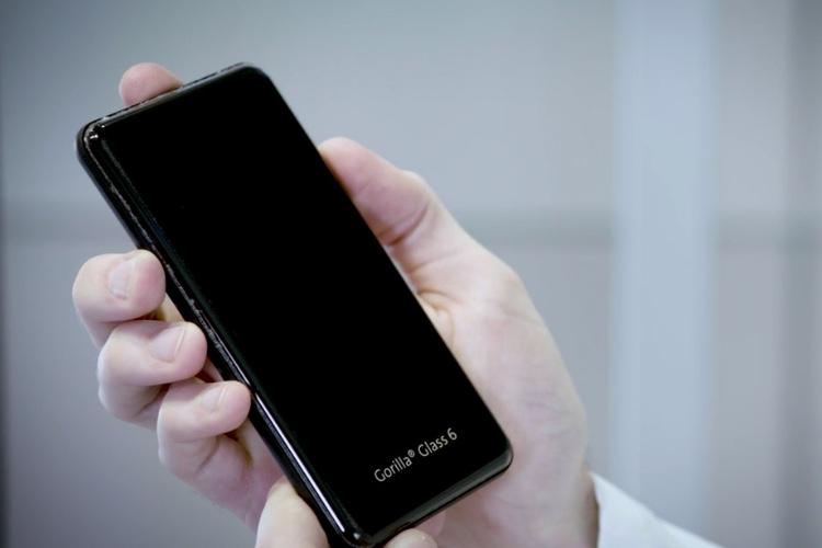 Le verre de votre smartphone résistera bientôt à 15chutes