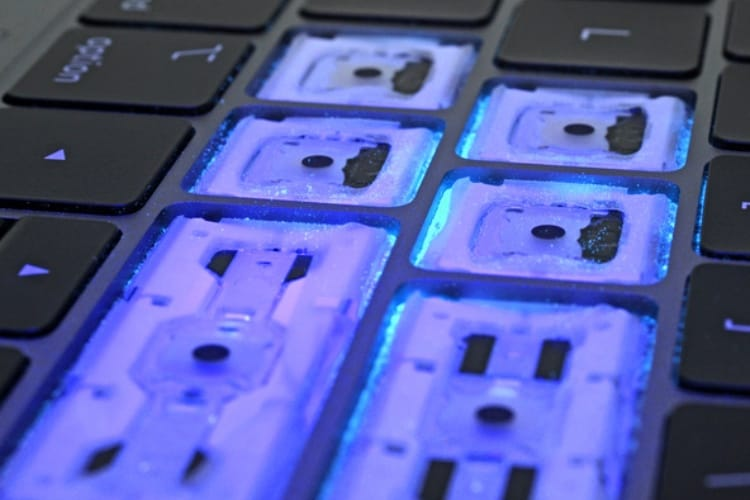 Clavier des MacBook Pro 2018 : le plastique, c'est fantastique mais ça ne protège pas de tout