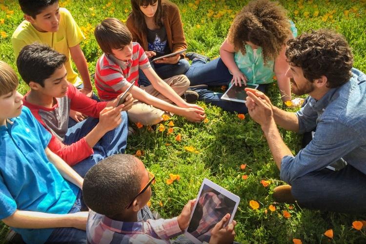 La tablette ou un PC pourrait devenir une fourniture scolaire en collèges