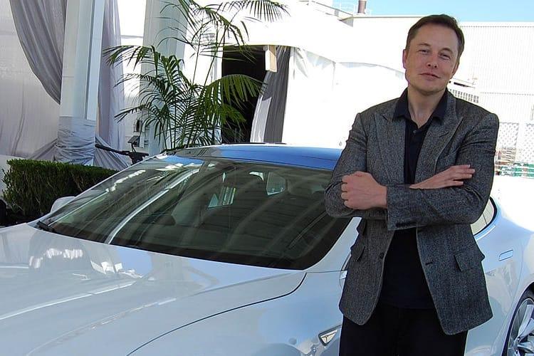 Elon Musk renonce à son poste de président de Tesla, mais il en reste le CEO
